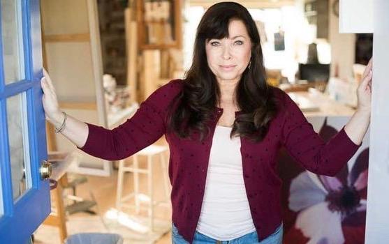 Linda Stelling Studio headshot